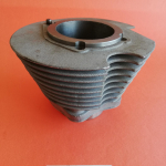 Original cylinder used, excellent condition, with a new cylinder barrel for grinding 76.00, suitable for all single cylinder Ducati 350cc